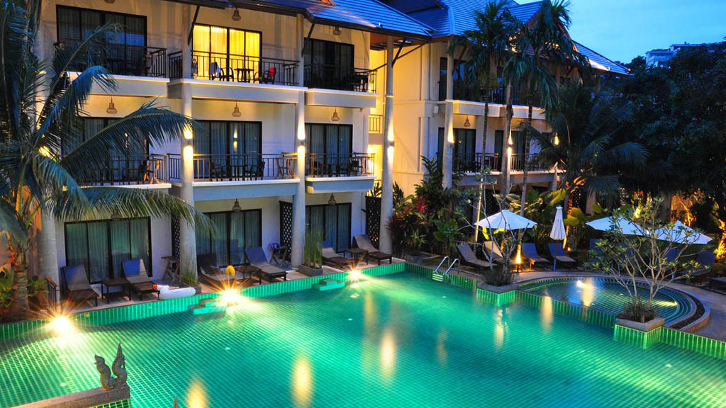 Navatara Phuket Resort - Pool Bereich - Fitnessurlaub mit Reiseathleten in Phuket