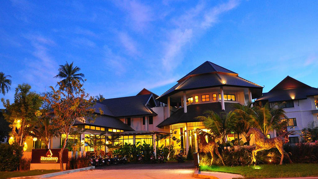 Navatara Phuket Resort - Eingang - Fitnessurlaub mit Reiseathleten in Phuket