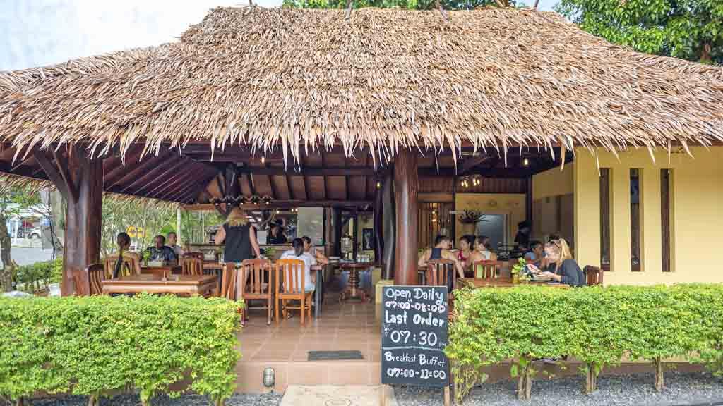 Restaurant von PhuketFit - Fitnessurlaub Phuket, Thailand - Fitnessurlaub fuer Reiseathleten