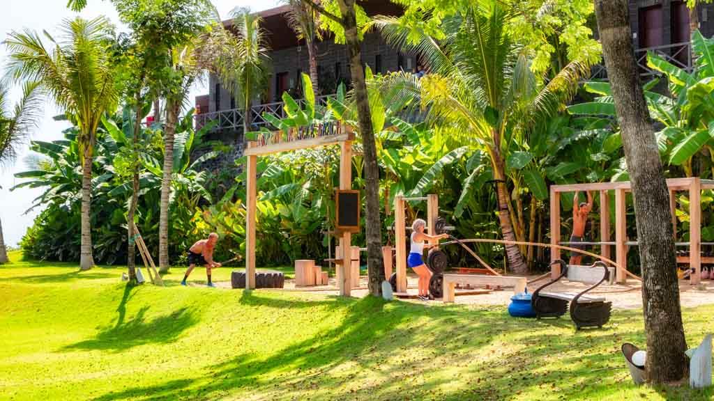Muscle Beach - Komune Resort & Beach Club auf Bali - Fitnessurlaub auf Bali für Reiseathleten