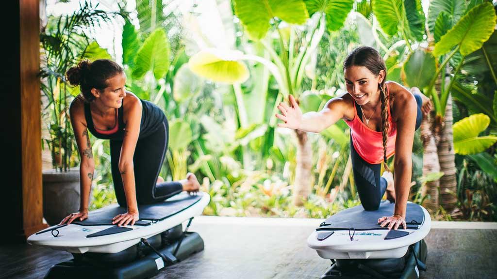 Surfboard Fitness - Komune Resort & Beach Club auf Bali - Fitnessurlaub auf Bali für Reiseathleten
