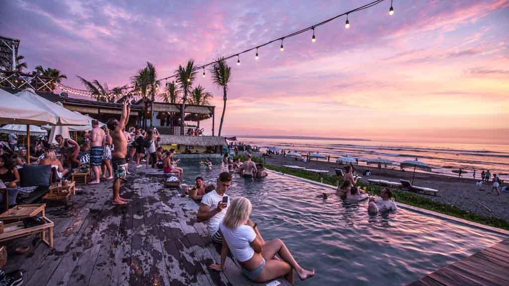 Beach Bar - Strandbar in Canggu, Bali - Fitness Urlaub Bali - Fitnessreisen für Reiseathleten