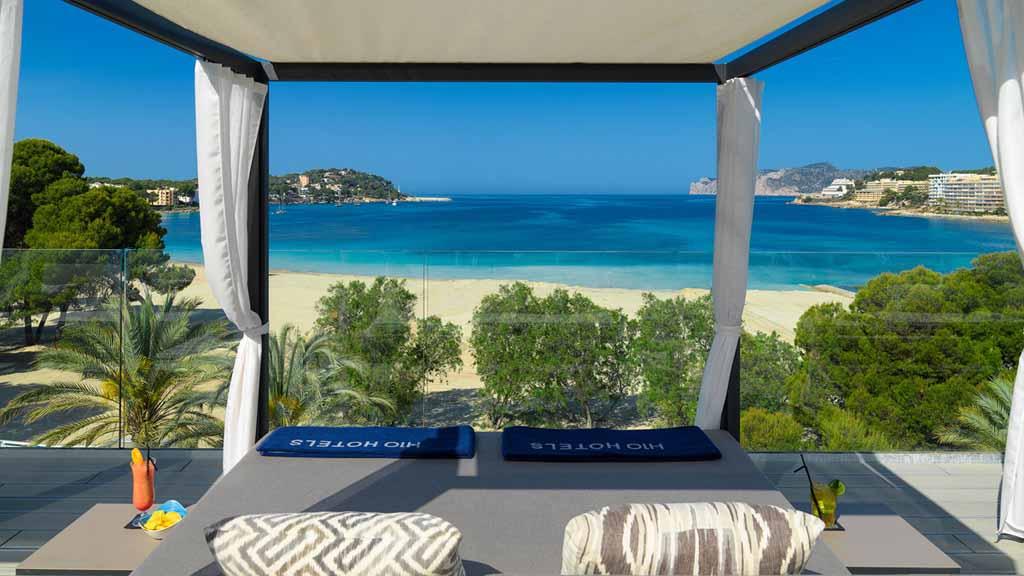 Genieße tagsüber die Liegen auf der Dachterrasse des Hotels und lass es dir gut gehen - Fitnessreisen für Reiseathleten - H10 Casa del Mar