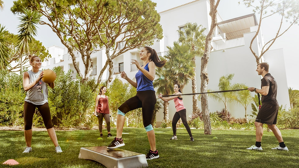 Pine Cliffs Retreat Outdoor HIIT - Fitnessreisen für Reiseathleten