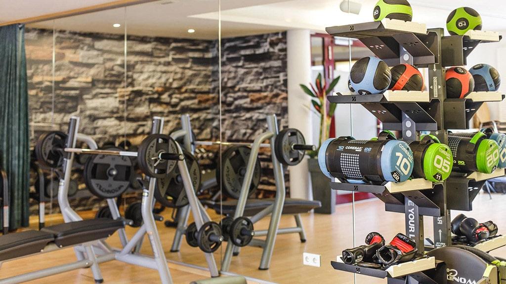 Fitnessurlaub in Österreich - Fitnessraum Hotel 4 Jahreszeiten Pitztal - Fitnessreisen für Reiseathleten