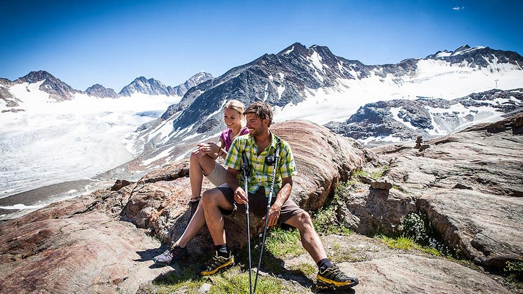 Fitnessurlaub in Österreich - Nordic Walking in den Bergen Hotel 4 Jahreszeiten Pitztal - Fitnessreisen für Reiseathleten