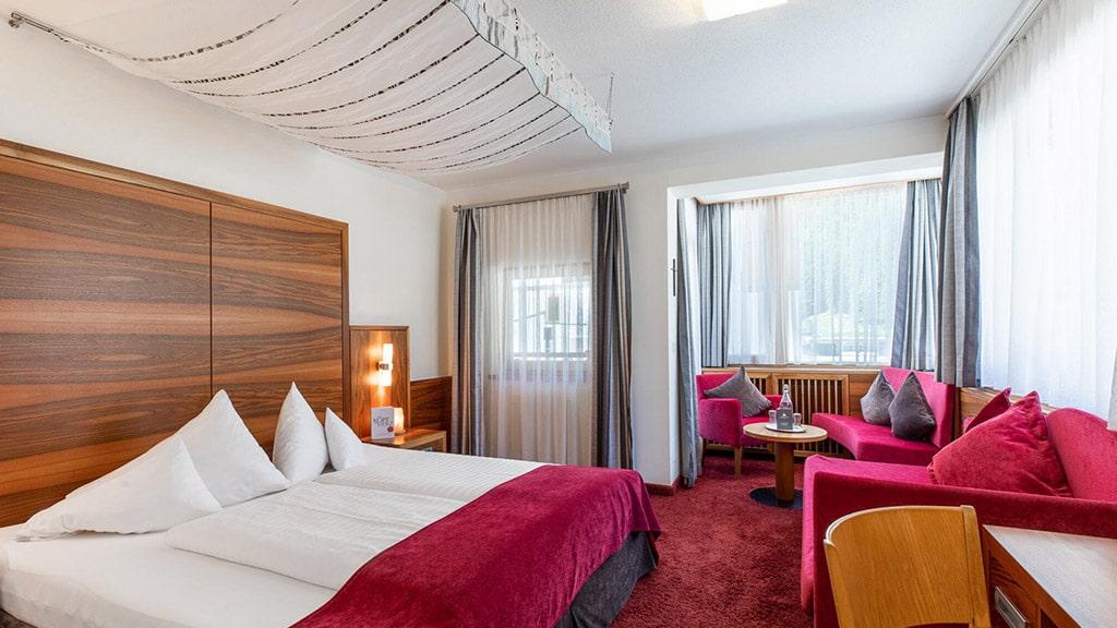 Fitnessurlaub in Österreich - Wohlfühlzimmer im Hotel 4 Jahreszeiten Pitztal - Fitnessreisen für Reiseathleten