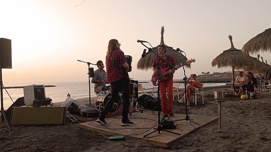 Livemusik am Strand - Costa Adeje, Teneriffa, Spanien - Fitnessurlaub für Reiseathleten