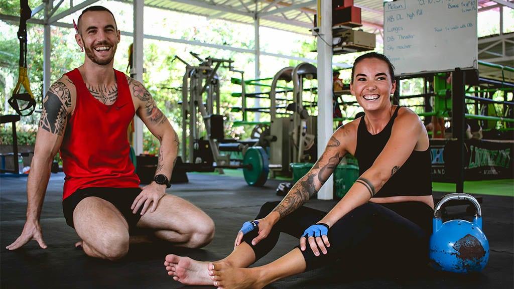 Sam beim Personal Training mit Tony - FitKoh Koh Samui - Fitnessreisen Koh Samui - Fitnessurlaub in Thailand für Reiseathleten