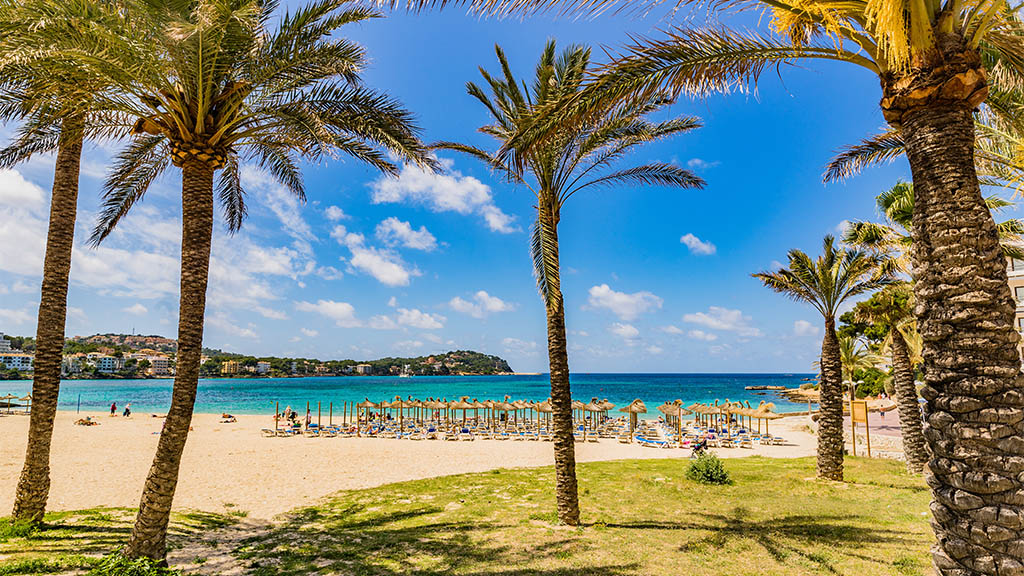 Strand von Santa Ponsa, Mallorca - Entspanne nach einem WOD am Strand