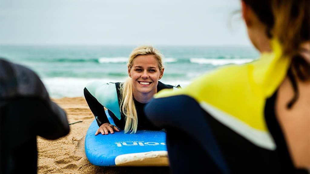 Level 1 Surfkurs - Surfen, Fitness und Yoga in Portugal - Surfcamp in Ericeira, Fitnessreise Portugal - Fitnessurlaub für Reiseathleten