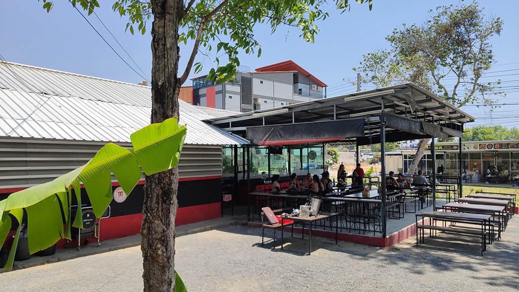 Restaurant & Chill Area auf dem Campgelände - Titan Fitness Camp - Fitnessurlaub in Phuket, Thailand - Fitnessreisen für Reiseathleten